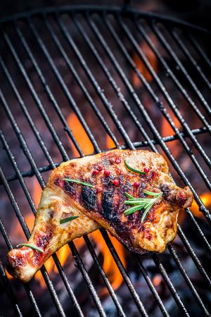 pollo: Pierna de pollo a la parrilla con romero