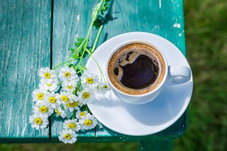 breakfast garden: Hot coffee in garden for breakfast