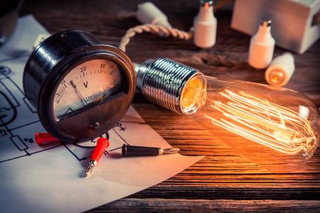 物理学実験における電流の検討 写真素材