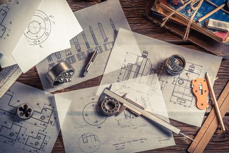 ingeniero: Escritorio ingeniero mec�nico de la vendimia Foto de archivo