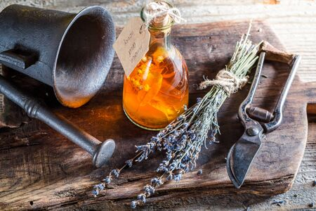 witchdoctor: Aromatic tincture as homemade cure