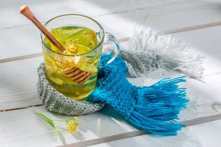 gripe: Té de tilo dulce con miel Foto de archivo