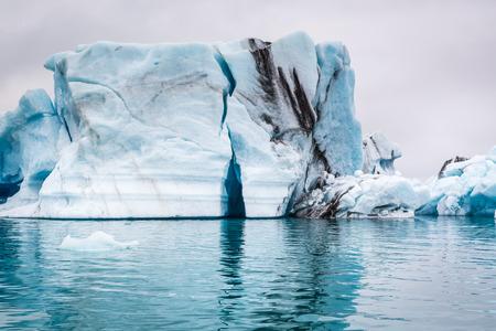 アイスランドの壮大な氷山