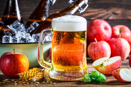 wheat beer: Cold and fresh cider beer with apples