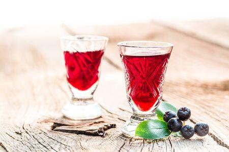 Słodki likier wykonane z aronii i alkoholu