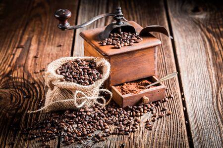 molinillo: molinillo de café y granos
