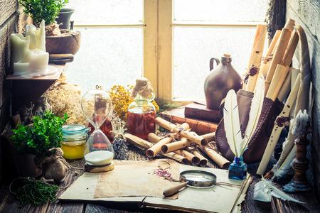 herbalist: taller de brujas m�gica con los desfiles y los ingredientes