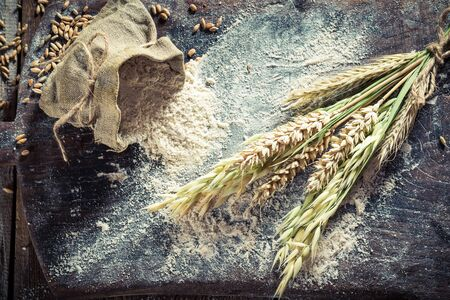 Flour and ears of wheat