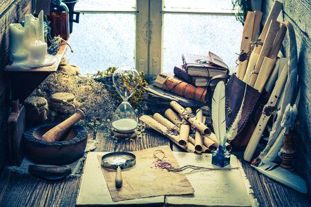 herbolaria: biblioteca bruja mágica llena de pergaminos y receta