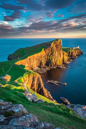 아일 오브 스카이, 스코틀랜드의 네스트 포인트 등대에서 황혼 스톡 콘텐츠