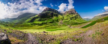 일출, 스코틀랜드 Glencoe에서 산의 파노라마 숨막히는 스톡 콘텐츠