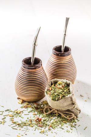 yerba mate: Disfrute de su yerba mate con calabash y bombilla Foto de archivo