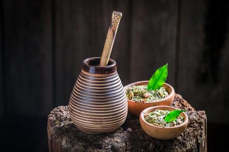 yerba mate: Yerba mate caliente con calabaza y bombilla Foto de archivo