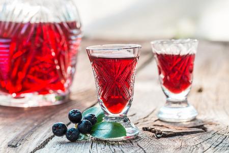 Clouseup of liqueur made of chokeberries and alcohol Zdjęcie Seryjne
