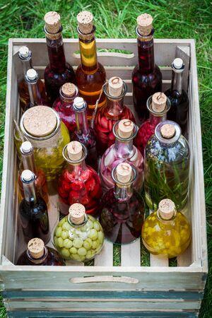 果物と木箱にアルコール健康リキュール 写真素材