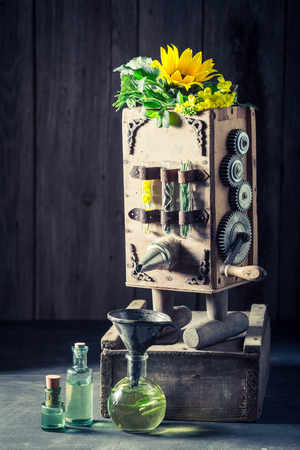 古い地下室で油を作るユニークな機械