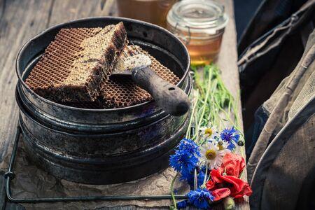 ハニカム、帽子と蜂蜜養蜂のためアンティーク ツール