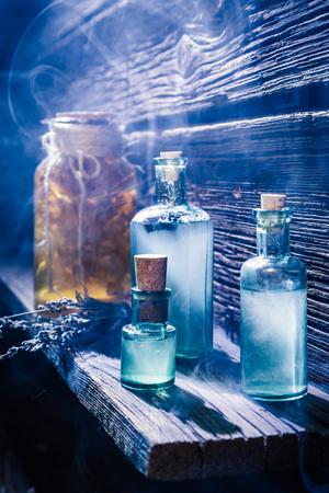 Magisch lab vol met blauw drankje voor Halloween