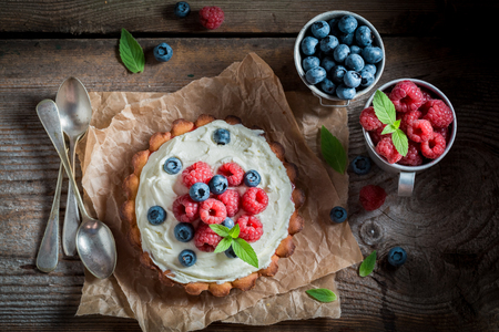 Delicious and crispy tart with blueberries and raspberries