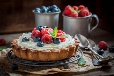 Enjoy your tart with blueberries and raspberries Stok Fotoğraf - 86477522