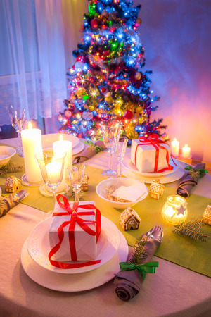 Beautiful Christmas table setting with green and white decoration