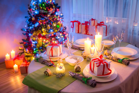 Gorgeous Christmas table setting with green and white decoration