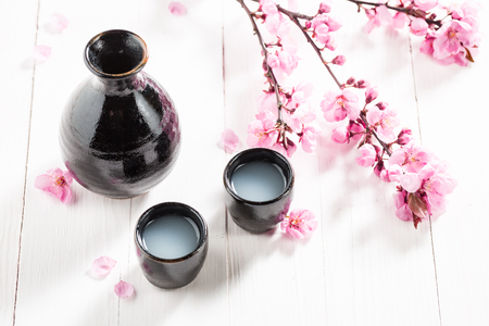 Tasty and strong sake with flowers of blooming cherry 版權商用圖片 - 87728978