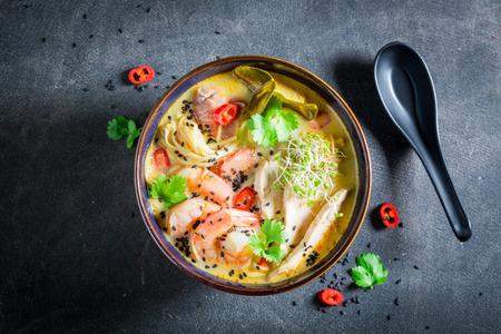 エビとココナッツ ミルクのおいしいマレーシア スープ 写真素材