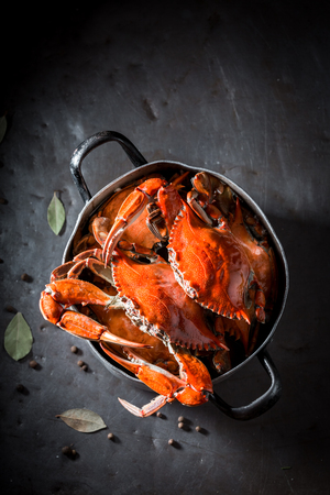Preparation for tasty crab with allspice and bay leaf Foto de archivo