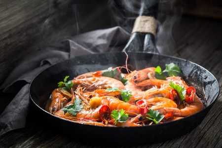 Enjoy your shrimps on pan with parsley and garlic Reklamní fotografie