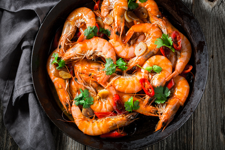 Enjoy your shrimps on pan with garlic, coriander and peppers