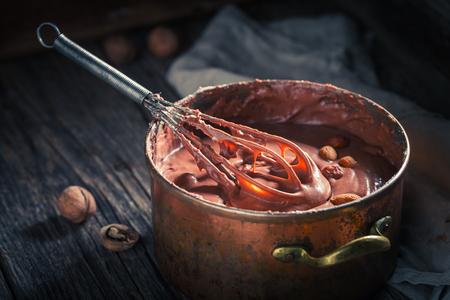 ココアとナッツのおいしい自家製のチョコレート 写真素材