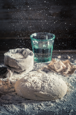 맛있는 전통 빵 반죽 굽기 준비 스톡 콘텐츠