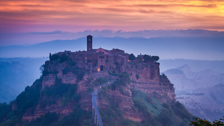 Old town of Bagnoregio at dusk, Umbria, Italy 스톡 콘텐츠