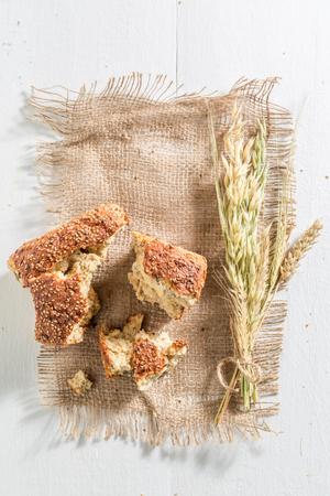 Vers en smakelijk brood met tarwe en crumble Stockfoto