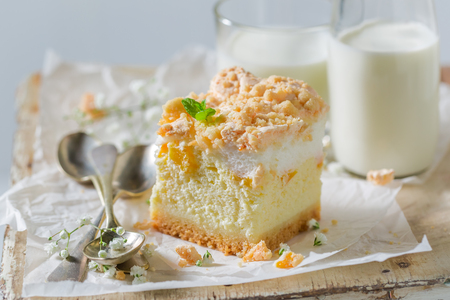 Rustic cheesecake made of peach and crumble 写真素材