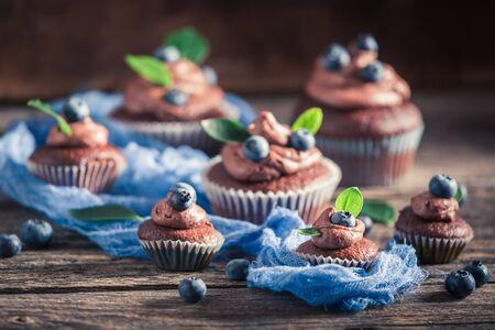 Homemade cupcake with fresh blueberries, cream and chocolate Banco de Imagens