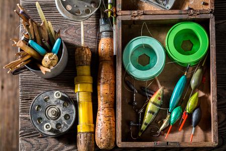 ネット、ロッド、フロートを使用した手作りの釣りタックル 写真素材