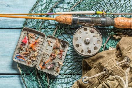 ネット、ロッド、フロートを備えた釣り人機器