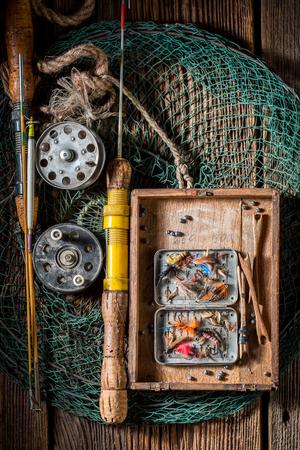 ハエ、フロート、ロッドを持つ古い釣りタックル 写真素材