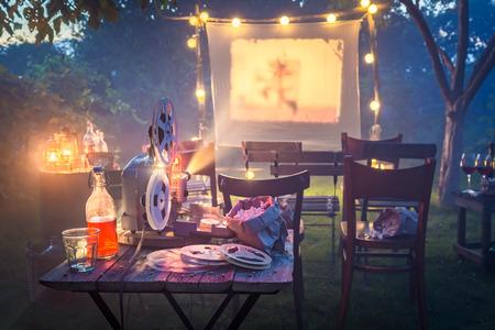 夕方に古いアナログ映画を持つ小さな映画館 写真素材