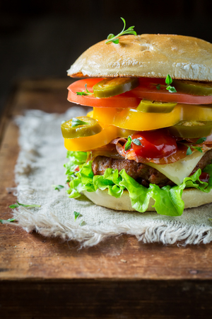 Spicy hamburger with beef, cheese and vegetables