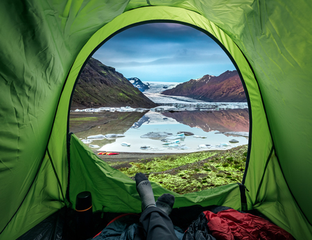 Camping at glacier with cold lake in Iceland Фото со стока - 99146652