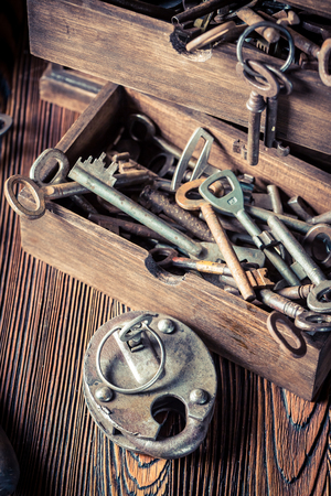 Closeup of old locksmiths workshop full of keys Standard-Bild - 100136557