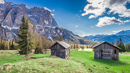 Beautiful small hut in the dolomites in spring, Italy, Europe 版權商用圖片