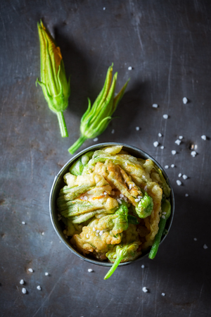 Top view of roasted zucchini flower served with salt Zdjęcie Seryjne