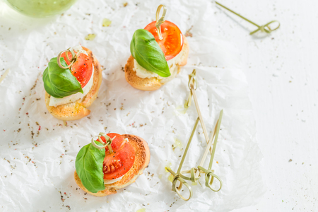 Top view of crostini on white paper Banque d'images - 105087979