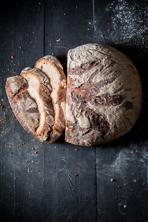 Top view of loaf of bread on dark table Stockfoto - 106622621