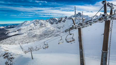 Mountain lift from Kasprowy Wierch in winter, Tatra Mountains, Poland 스톡 콘텐츠