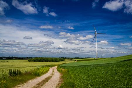 Wind turbines on green field as alternative energy in spring 版權商用圖片